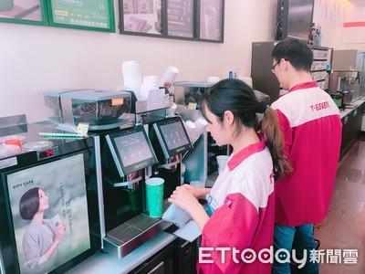 咖啡機最乾淨!超商前員工曝「洗機過程」