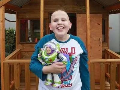 化療13年「眼球被啃掉」癌童看媽媽偷哭,用盡餘力吐出一句話