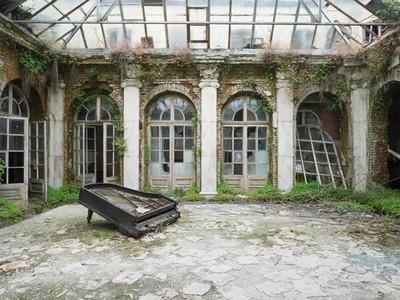 走遍歐洲拍「廢墟鋼琴」 懾人場景中是老樂器見證歷史
