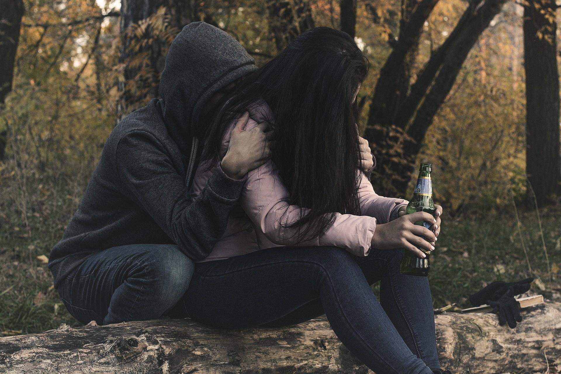 ▲▼霸凌、買醉、喝酒、酒醉、傷心、分手。(圖/取自pixabay)