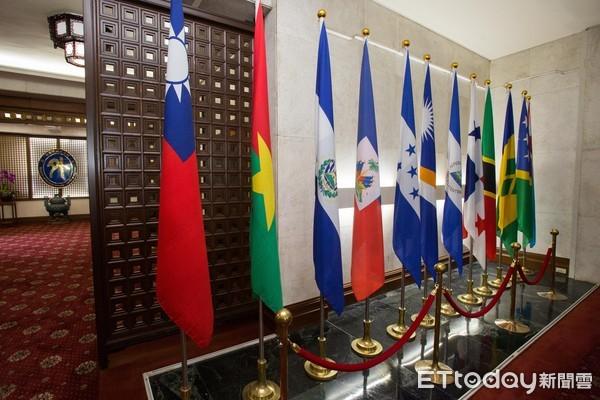 ▲▼外交部巴拿馬、多明尼加國旗。(圖/記者季相儒攝)