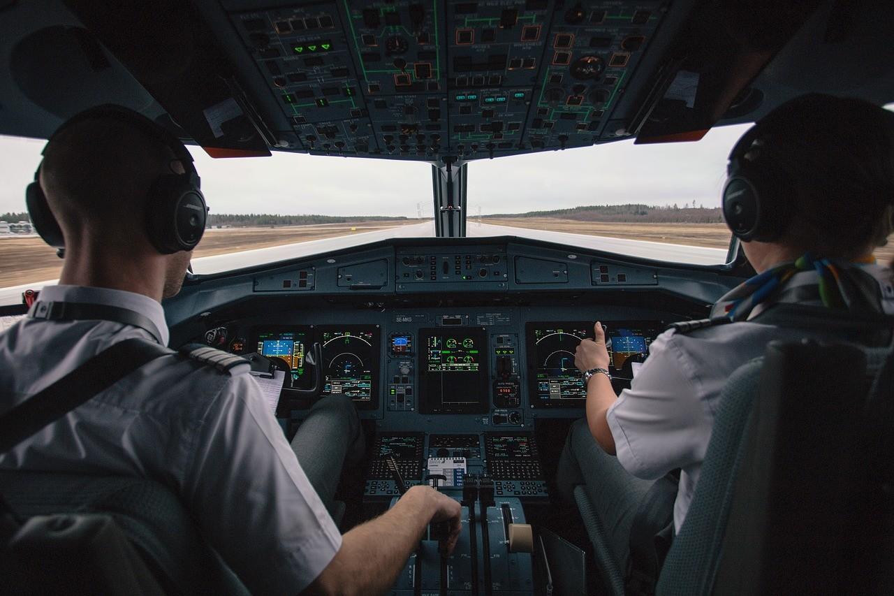 ▲機師,機長,駕駛艙,飛機。(圖/翻攝自免費圖庫Pixabay)