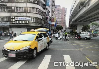 影/留學生違規被開單...暴怒推撞警方
