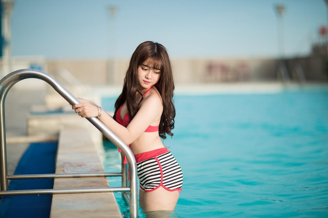 ▲游泳,美女,泳池,比基尼,下水,海邊,海水。(圖/翻攝自pixabay)