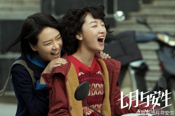 ▲《七月與安生》電影版由陳可辛擔任監製,被形容「天生適合被搬上銀幕的小說。」(圖/翻攝自《七月與安生》、《新浪娛樂》微博)