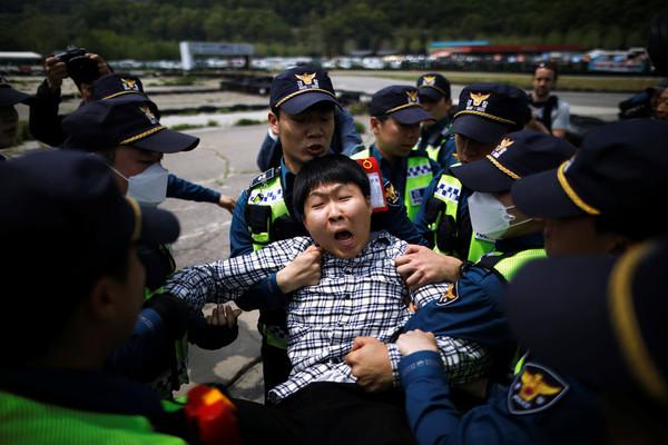 south koreas faustian dilemma - 650×400