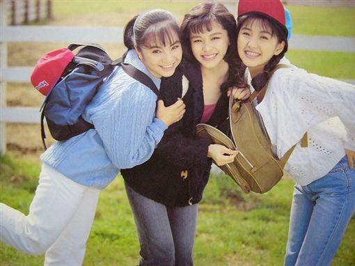 ▲王思涵(左)過去和徐若瑄(右)同為「少女隊」成員,兩人私交甚篤,至今仍維持深厚友誼。(圖/取自網路)