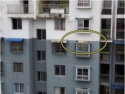 誰能阻止我!小弟賴床被罵,「氣到翻出來」躺五樓窗頂繼續夢