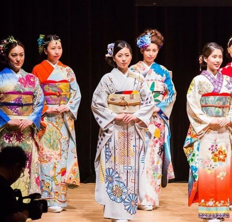 ▲ 100國和服發表會,把各國專屬風格融入其中。(圖/翻攝自kimono project instagram)