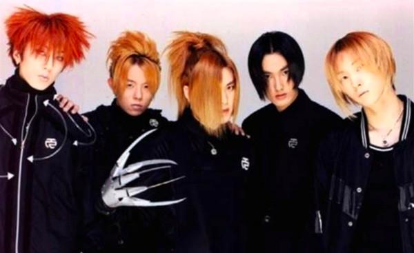 ▲H.O.T留著一頭長髮看起來叛逆,於是被當時唱片宣傳取名為「。(圖/翻攝自韓網)