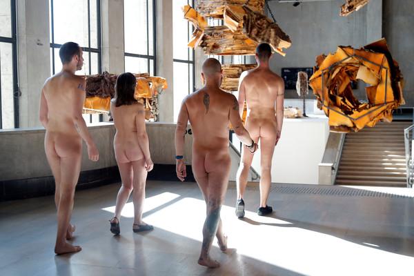 ▲▼巴黎東京宮當代藝術博物館開放民眾裸體參觀。(圖/路透社)