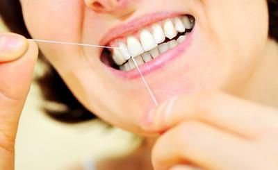 牙線用都不順手?「正確4步驟」搞錯小心牙菌斑黏死死!