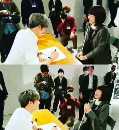 ▲一名視障粉絲參加簽名會,她真誠表達真心,逼哭金在中。(圖/翻攝自Jaejoongnews推特)