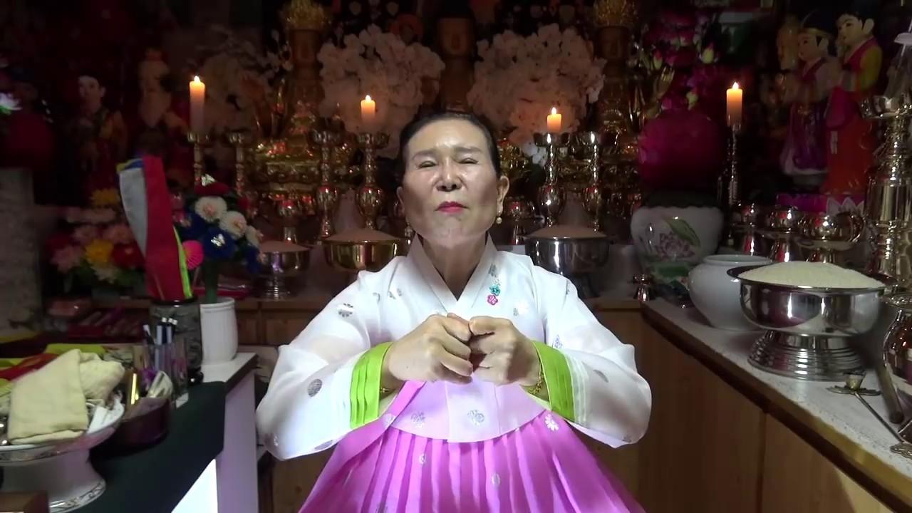 朝鮮半島傳統巫師(圖/翻攝自Youtube)