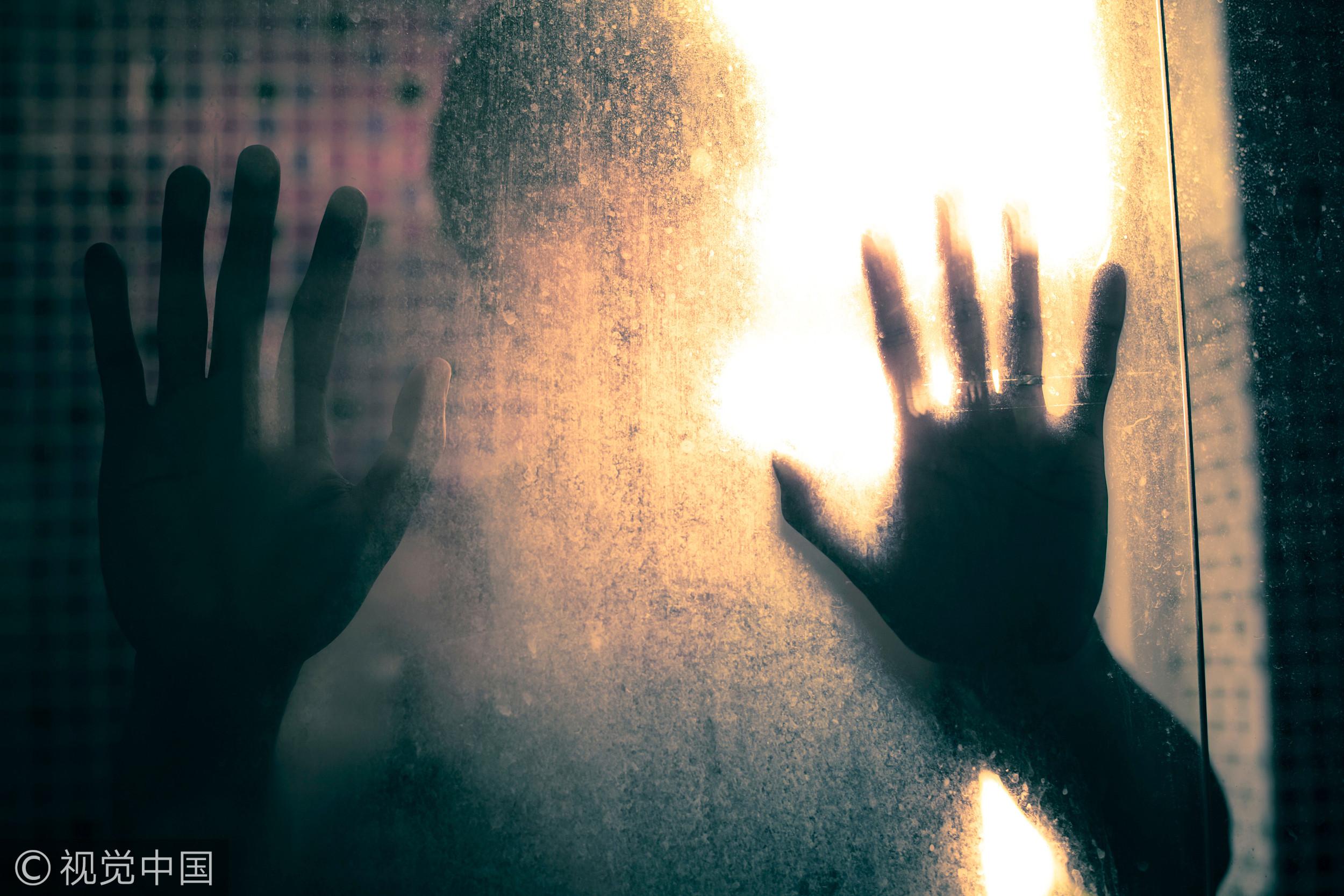▲▼驚悚,恐怖,靈異,鬼,手印,人影,影子(圖/視覺中國CFP)