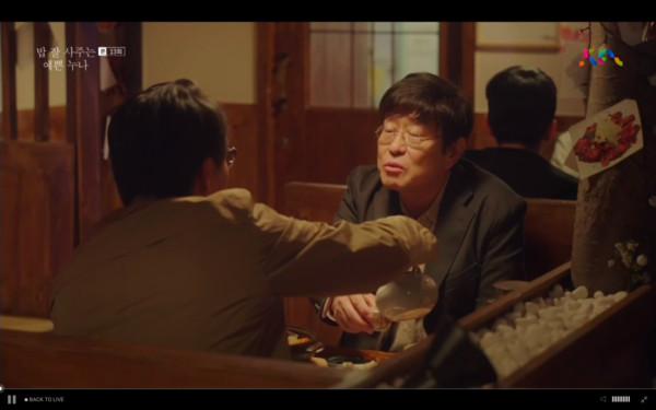 ▲徐俊熙爸爸主動約尹珍雅爸爸喝酒,劈頭就問「哪裡不滿意俊熙」。(圖/翻攝自jtbc)