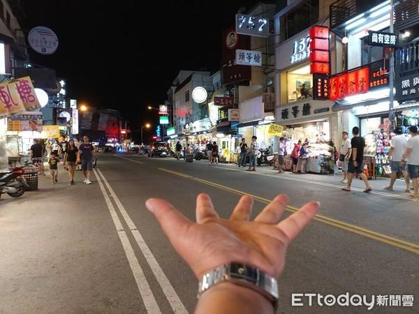 ▲▼墾丁真的GG了!周末夜「大街熄燈」變鬼城 網:攤販10點就收。(圖/爆廢公社)