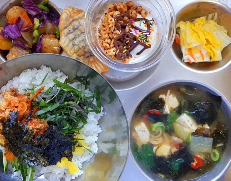 南韓高中帝王級午餐(圖/翻攝自南韓世人高中官網)