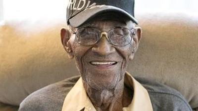 天天抽18支雪茄還活到112歲 世界最老兵:別放棄呼吸就可以