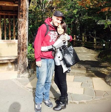 ▲▼O罩杯女優4年戀情曝光! 美國男友起底是「大咖樂團主唱」。(圖/翻攝自Hitomi的Instagram)