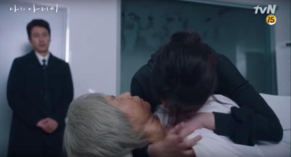 ▲奶奶離世對李至安是一大打擊。(圖/翻攝自tvN)