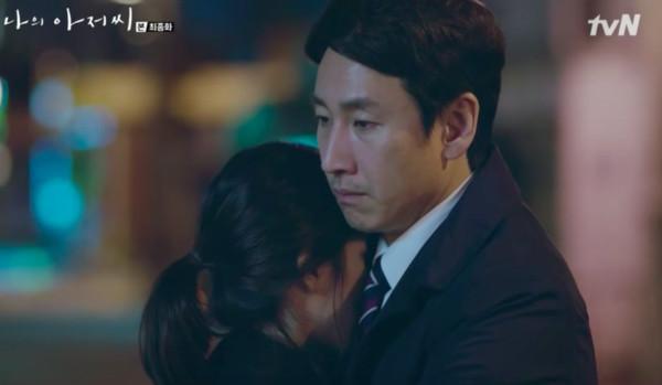 ▲李至安抱大叔後,離開首爾。(圖/翻攝自tvN)