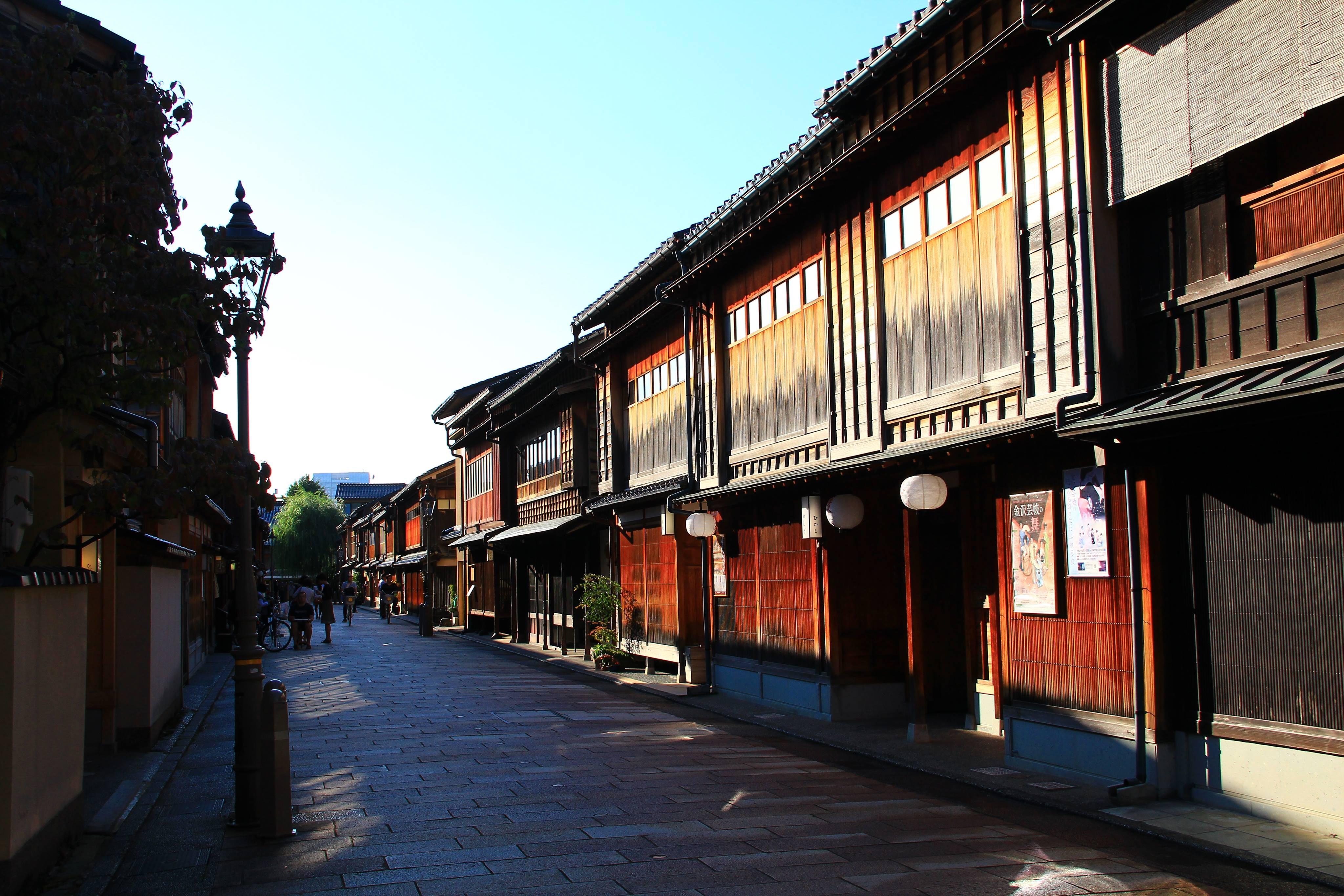 東茶屋街有許多金澤老舖(圖/業者時報文化提供,請勿隨意翻拍,以免侵權。)