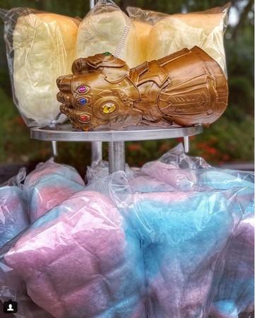 迪士尼樂園無限手套造型杯。(圖/翻攝自disneyohanaphoto IG)