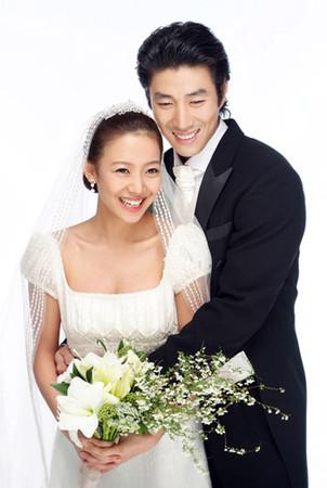 ▲▼尹泰榮1996年與女星林宥珍結婚。(圖/翻攝自韓網)