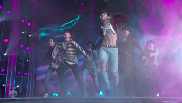 ▲▼防彈少年團(BTS)美國告示牌音樂獎演出。(圖/翻攝自YouTube)