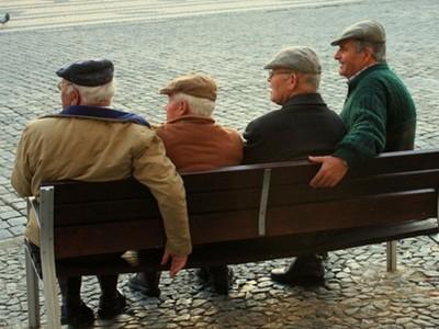 暖心楚門世界!百位老人被設定「照劇本」生活 餘生過得像人樣