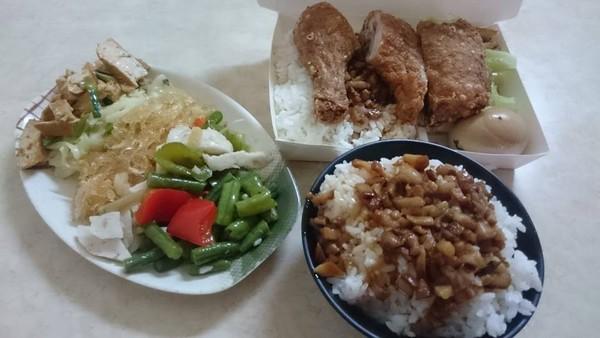 每天一餐...吃兩口打包!老闆娘默默「送滿桌菜收80」 單親媽淚崩