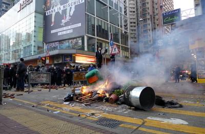 香港旺角暴亂參與者「10人全判刑」