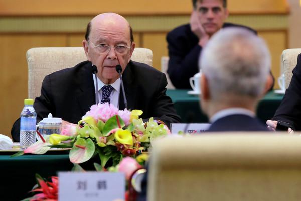 美國商務部長羅斯(Wilbur Ross)與中國國務院副總理劉鶴針對兩國貿易問題協商。(圖/路透社)