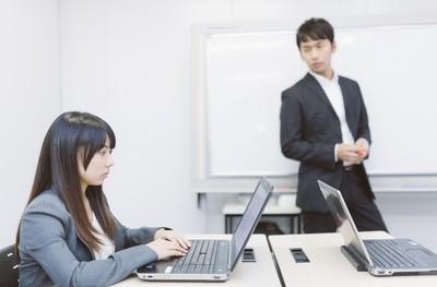 為什麼年輕人假裝熱愛工作? 紐約時報這篇文章說出真相