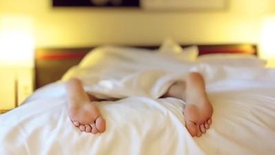 為什麼下班很累還熬夜晚睡?原來是不想要生活只剩這兩件事