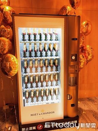 ▲▼迷你香檳販賣機。(圖/記者顏甫珉攝)
