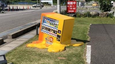 熱到販賣機都「融化」了 日本夏日吸睛裝置藝術:看得我好渴