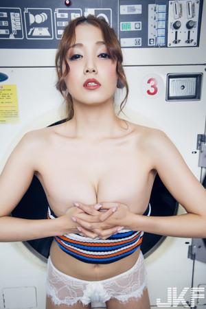▲▼  獨家/AV女優友田彩也香:口X特別興奮! 行李箱搜到跳蛋。(圖/JKF提供)