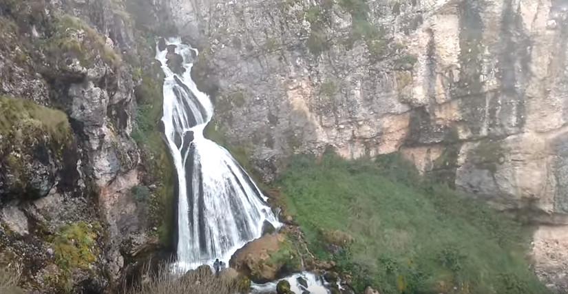 ▲▼發現仙境!祕魯絕美「新娘瀑布」 車程2小時才看得到。(圖/翻攝自YouTube)