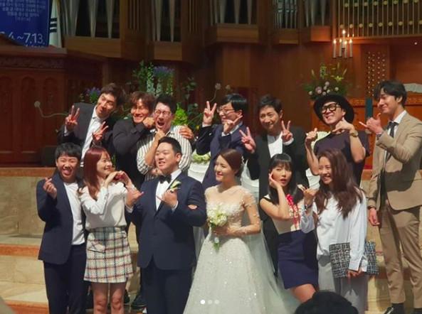 ▲▼為了他的婚禮《RM》全出動! 劉在錫主持、金鐘國唱祝歌(圖/翻攝自IG)