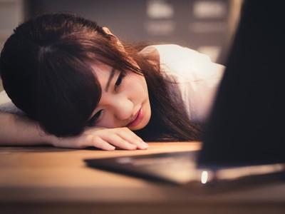 00:38你在哪,熬夜獨留辦公室嗎?一則廣告讓慣性加班的年輕人心酸