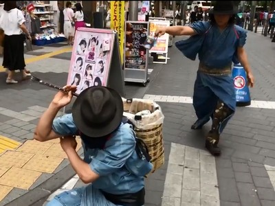 東京出現「撿垃圾武士團」!夾空罐不忘收刀…簡直中二破表啦