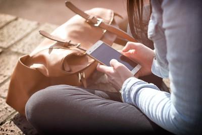 手機被沒收 16歲瞎妹報警抓父:他偷竊!