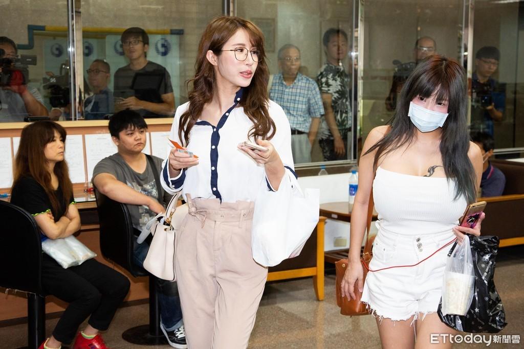 ▲▼辣模辛尤里到台北地檢署出庭。(圖/記者季相儒攝)