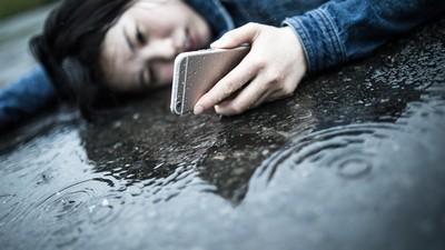 十人有一人「邊啪啪邊滑手機」!43%洗澡也要滑,這是病得治吧?!