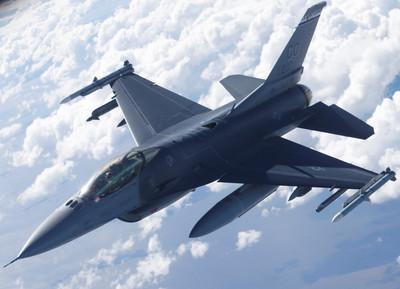 美空軍上校偷開F-16戰機私會女友