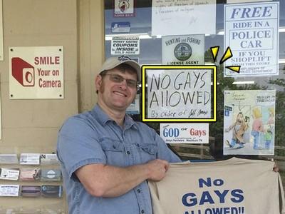 掛「噁甲不得入店」告示兩年 歧視老闆一回頭:店被標成GayBar啦