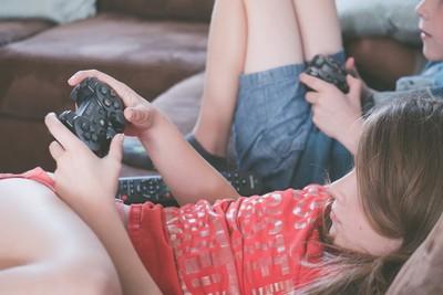 胖丁呷麵 小孩爽玩暴力遊戲 遊戲分級到底有何用?