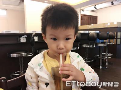 7月起禁用「一次用塑膠吸管」估1年少1億根